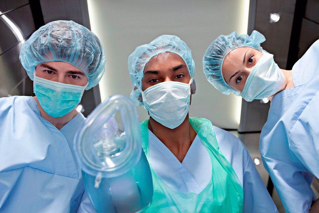 Stock Photo: 1439R-1147346 Anaesthetists with anaesthetic mask
