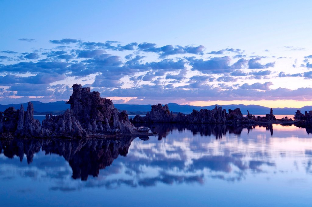 Stock Photo: 1439R-1147485 Tufa rock formation, mono lake, california, usa
