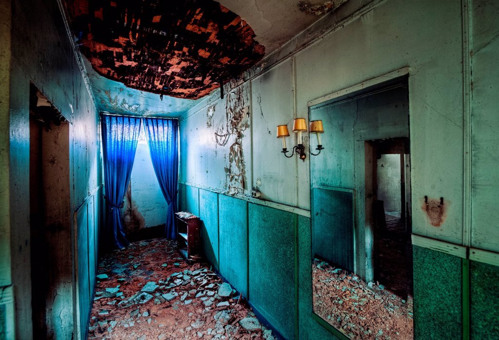 Stock Photo: 1439R-1149790 Abandoned room