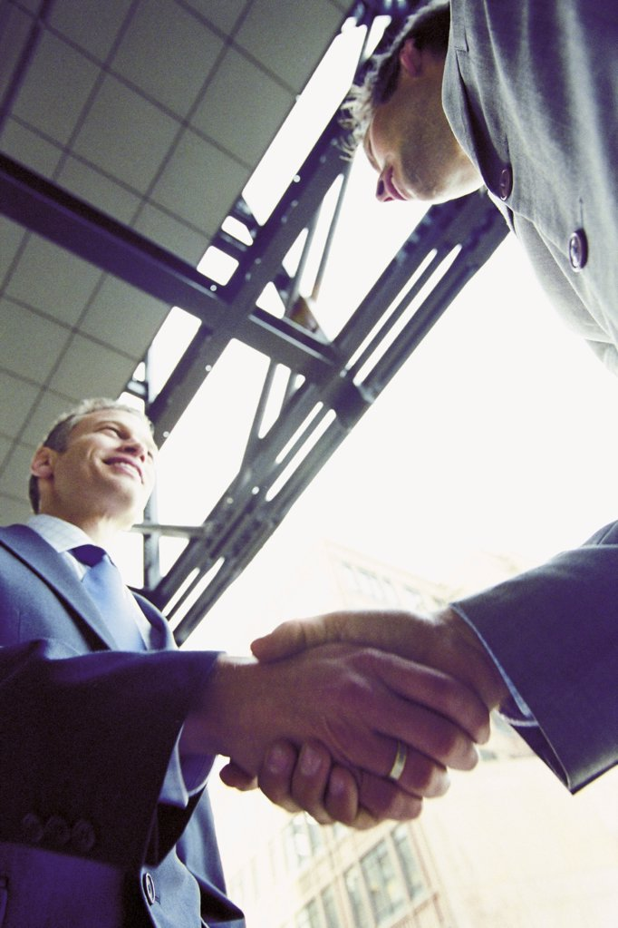 Stock Photo: 1439R-118069 Businessmen shaking hands