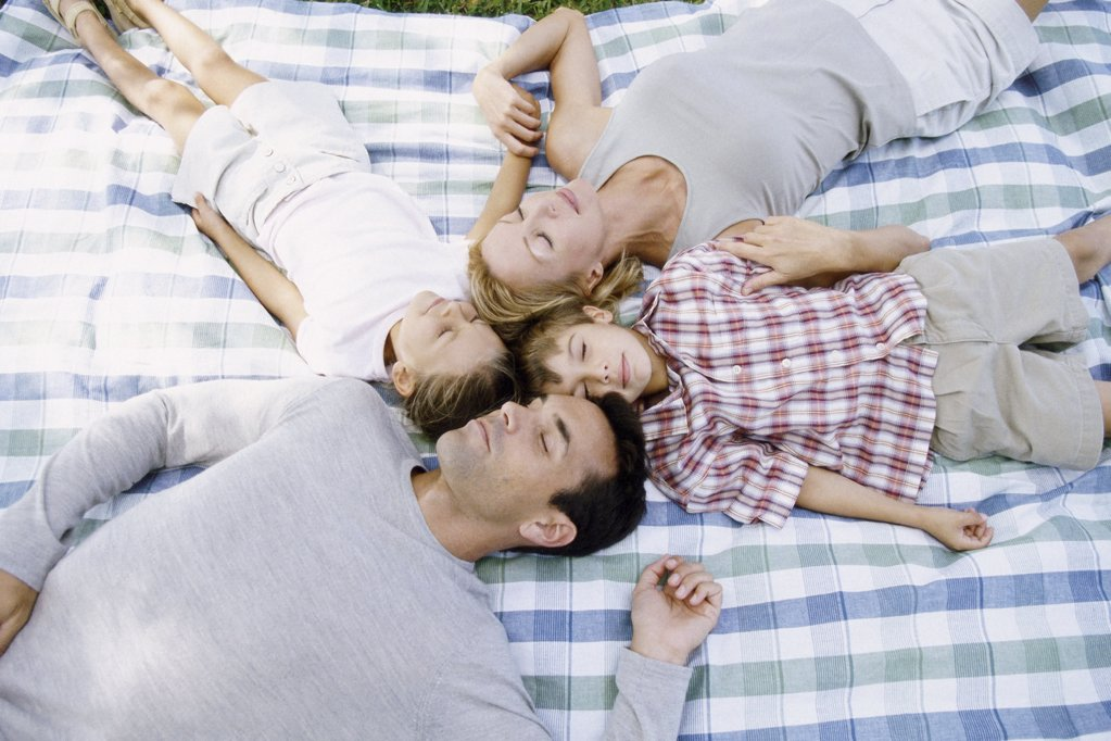 Family lying down sleeping : Stock Photo