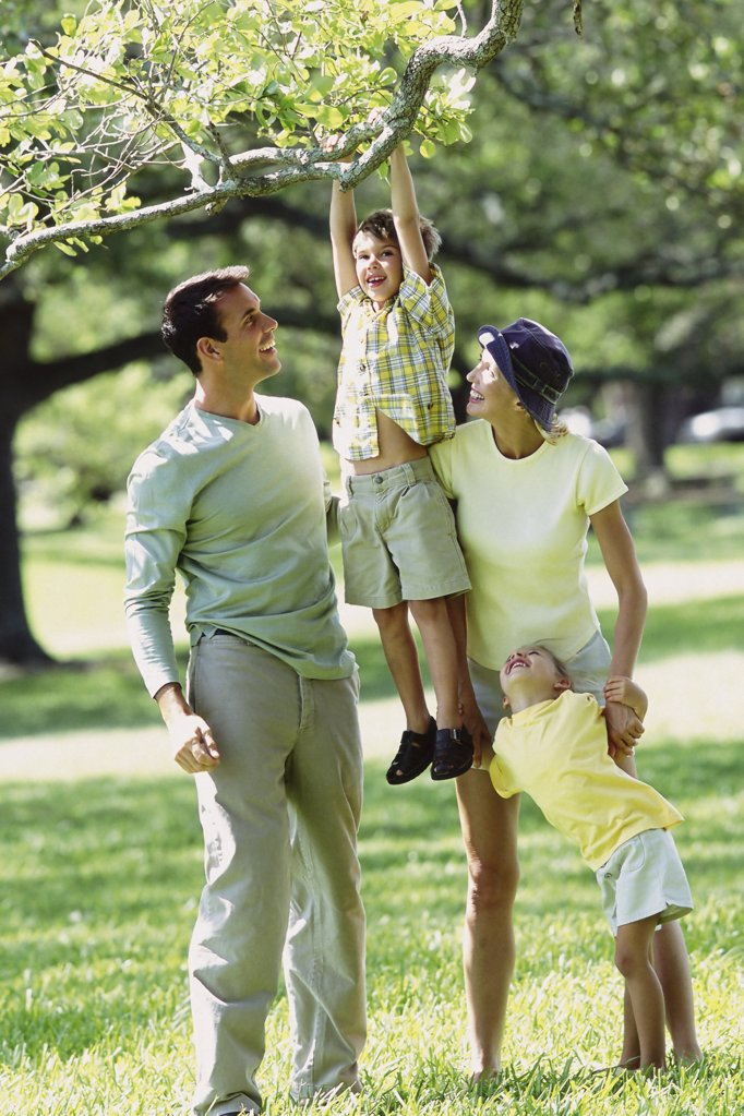 Stock Photo: 1439R-510075 Family in the park