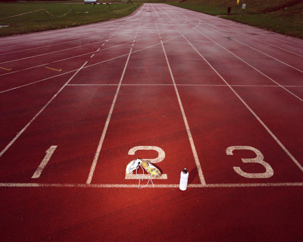 Stock Photo: 1439R-556072 Empty race track
