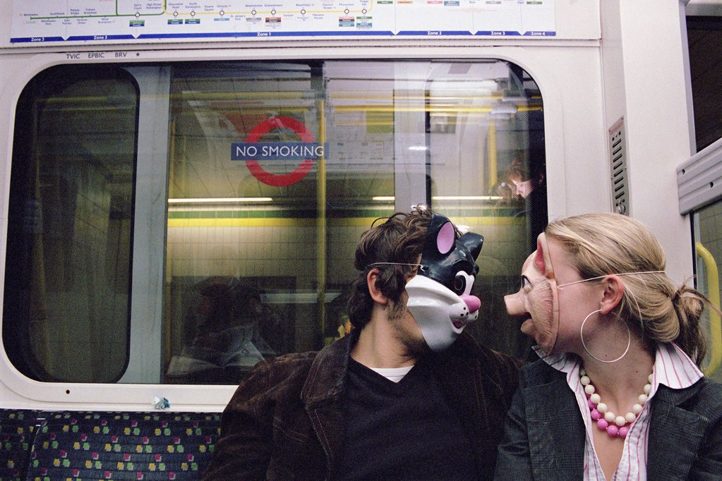 Couple wearing face masks : Stock Photo