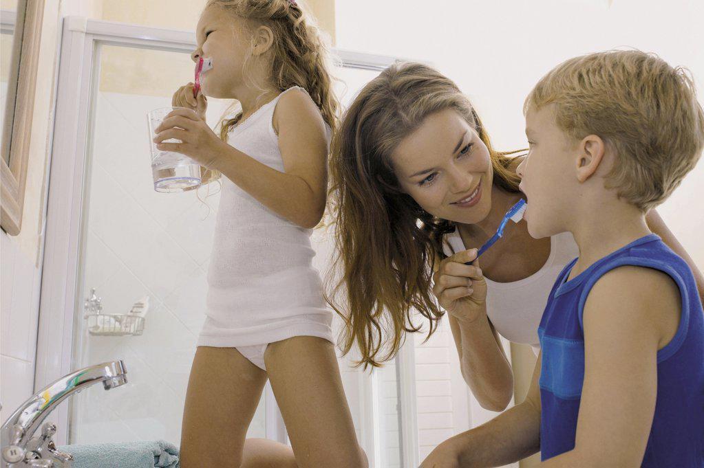 Stock Photo: 1439R-65073 Kids brushing teeth
