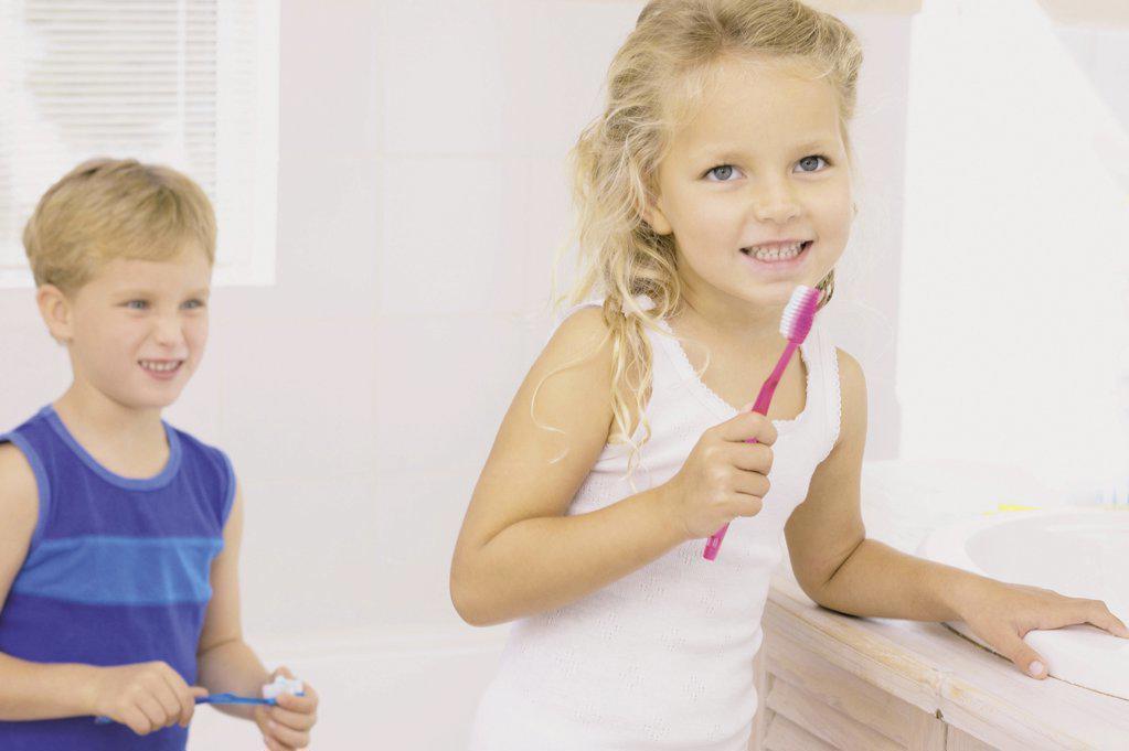 Stock Photo: 1439R-65094 Kids brushing teeth