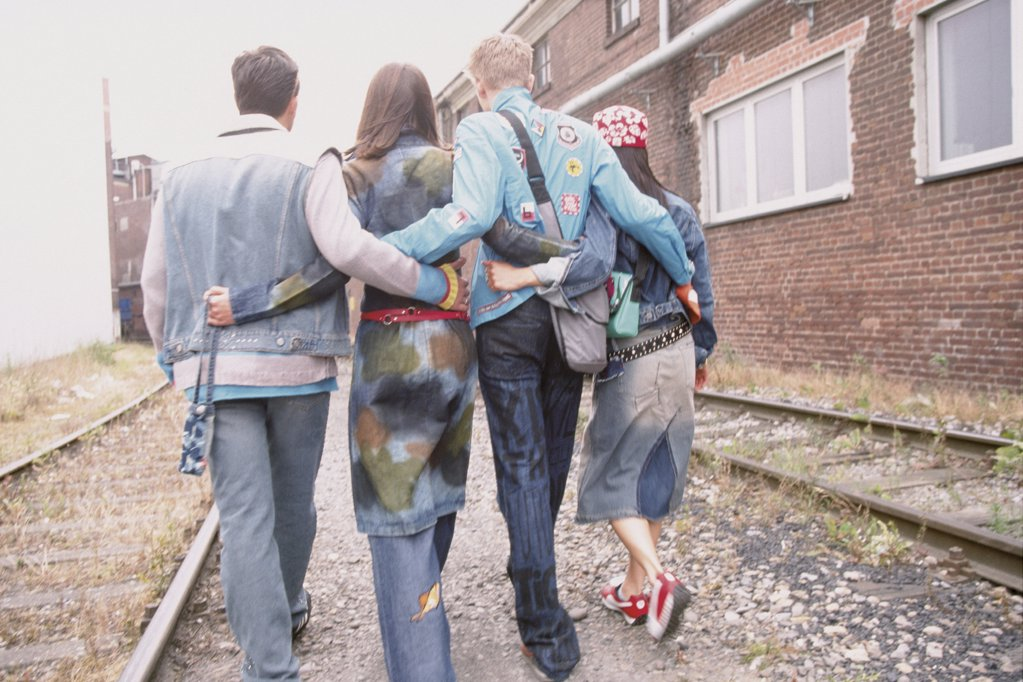 Stock Photo: 1439R-76025 Group of friends