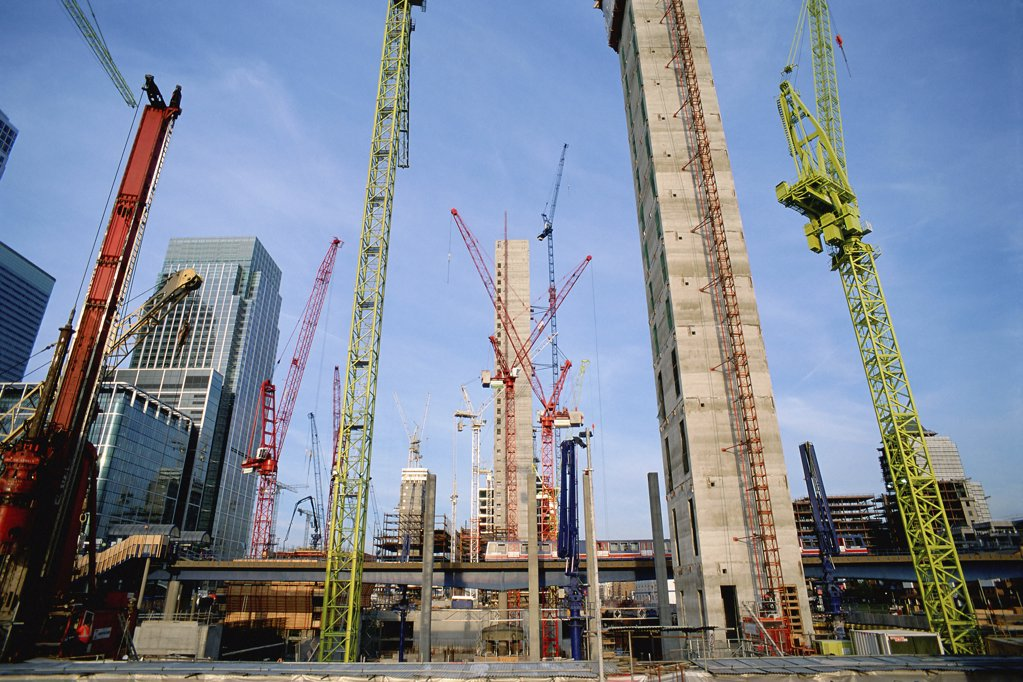 Cranes on Canary Wharf site : Stock Photo