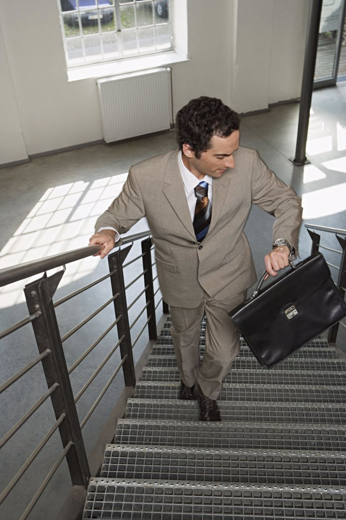 Stock Photo: 1439R-990116 Businessman running late