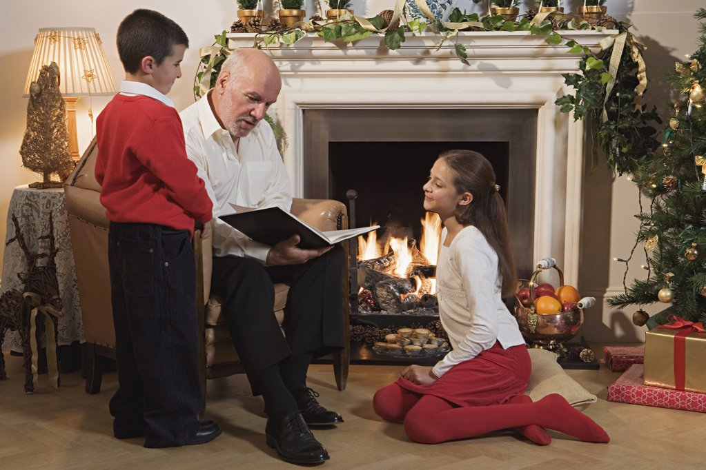 Grandfather telling children a story : Stock Photo