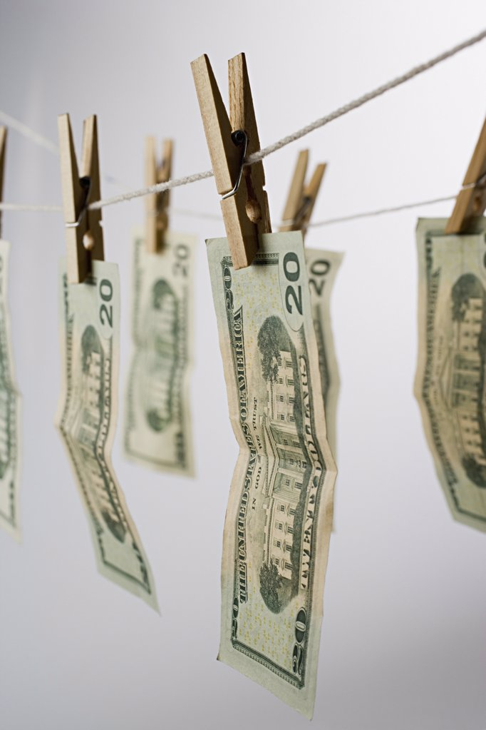Stock Photo: 1439R-997698 Banknotes on a clothesline