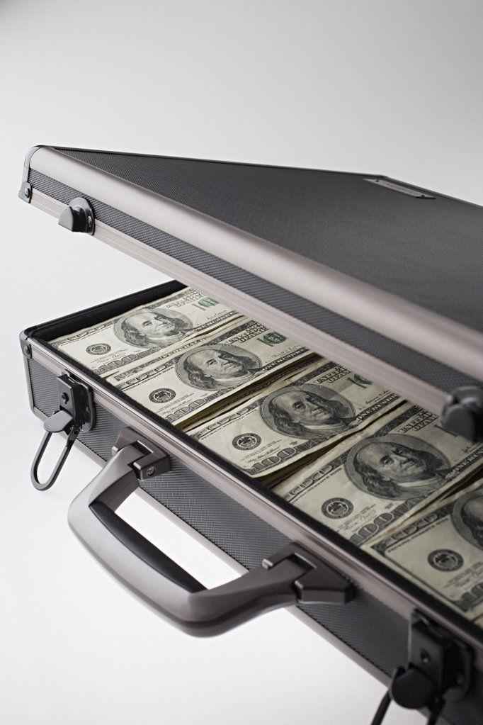 Stock Photo: 1439R-997708 Briefcase full of money