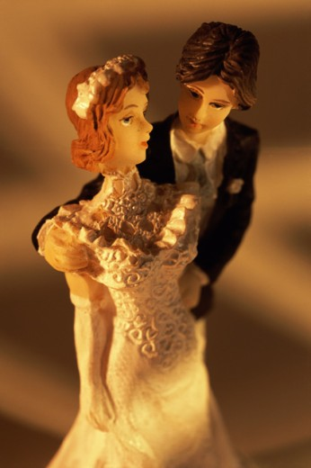 Close-up of a bride and groom figurine : Stock Photo