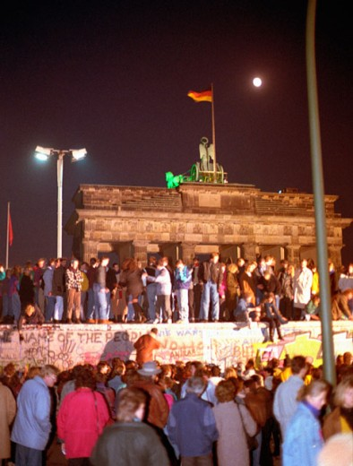 Stock Photo: 1443-967 Group of people celebrating a historical event, Fall of the Berlin Wall, Berlin, Germany, November 9, 1989