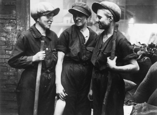 Stock Photo: 1443-976 Three female workers talking to each other, Russia, 1930