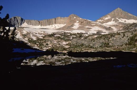 Lake in front of mountains, John Muir Wilderness, California, USA : Stock Photo