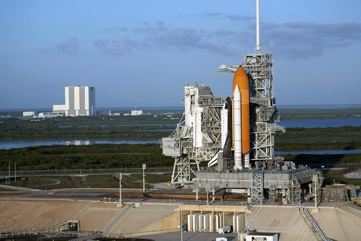 Stock Photo: 1457-1300 Space shuttle Atlantis atop the mobile launcher platform, NASA's Kennedy Space Center, Florida, USA