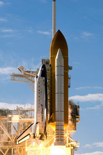 Stock Photo: 1457R-1351 Space Shuttle Atlantis lifts off from its launch pad at Kennedy Space Center, Florida.
