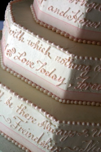 Close-up of text on a wedding cake : Stock Photo