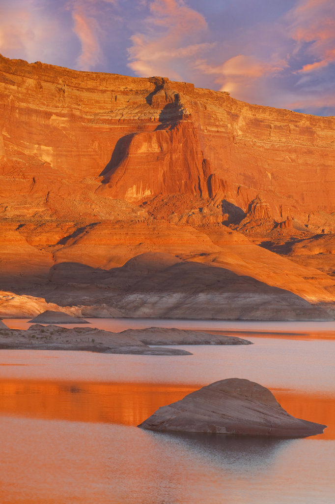 Rock formations at the lakeside, Lake Powell, Face Canyon, Glen Canyon National Recreation Area, Utah, USA : Stock Photo