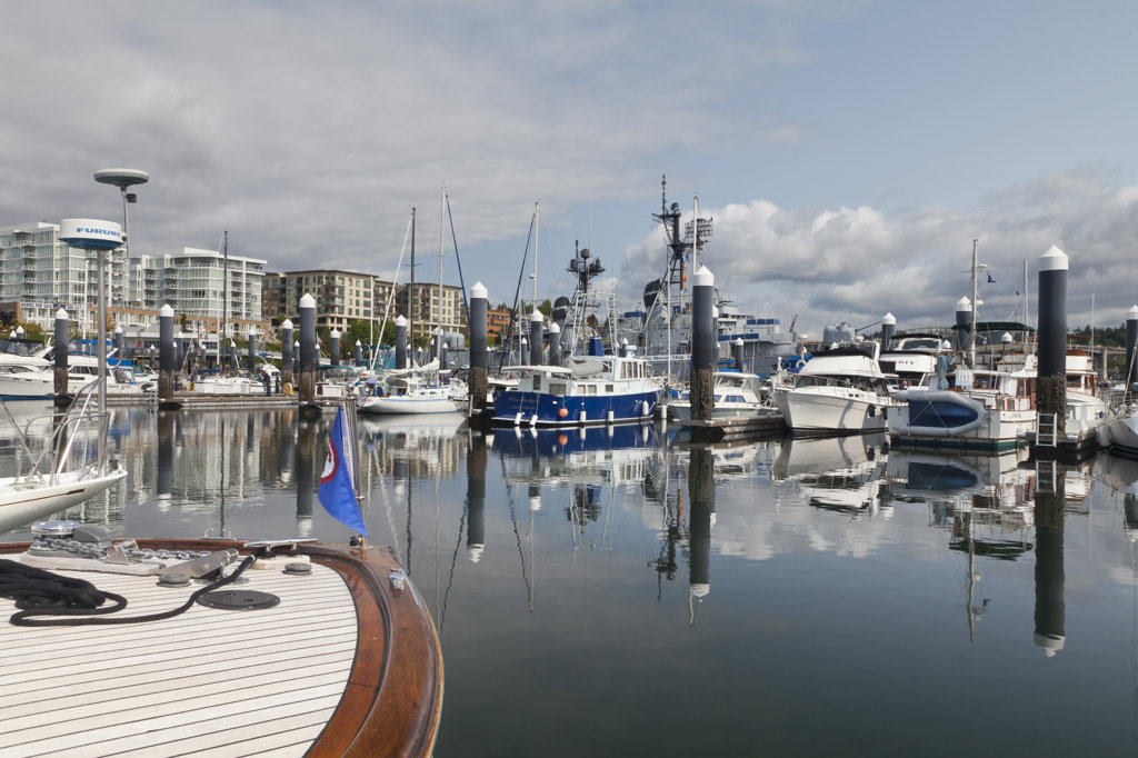 Stock Photo: 1482R-2790 USA, Bremerton, View of marina