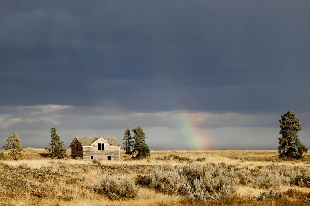 Stock Photo: 1482R-3024 USA, Washington, Farmhouse and rainbow