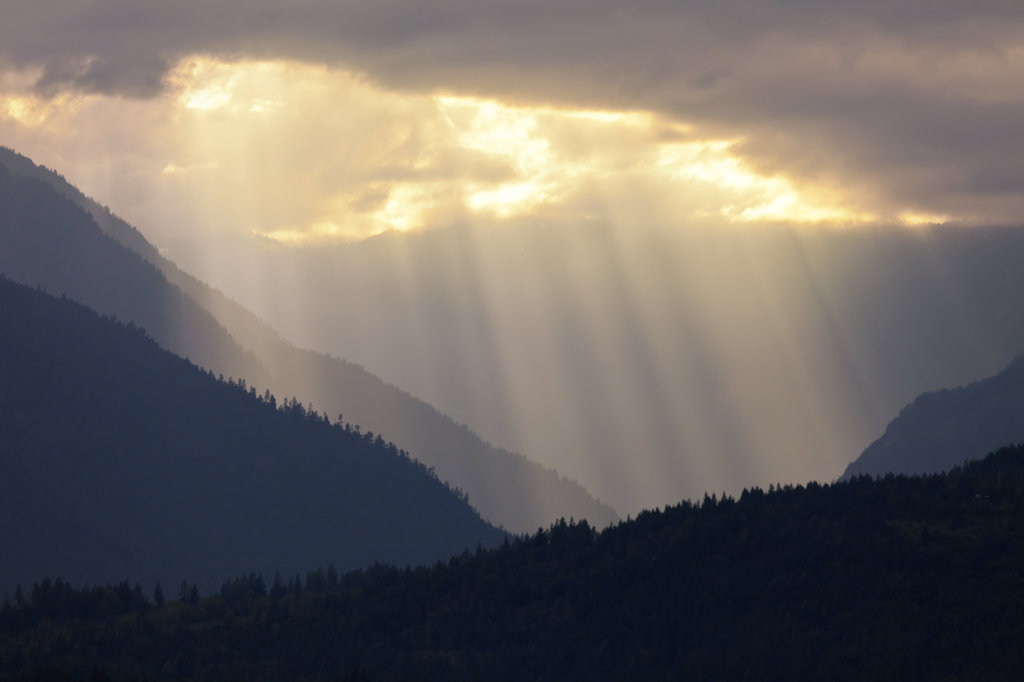 Stock Photo: 1482R-3036 USA, Washington, Seabeck, Hood Canal, Sunrays