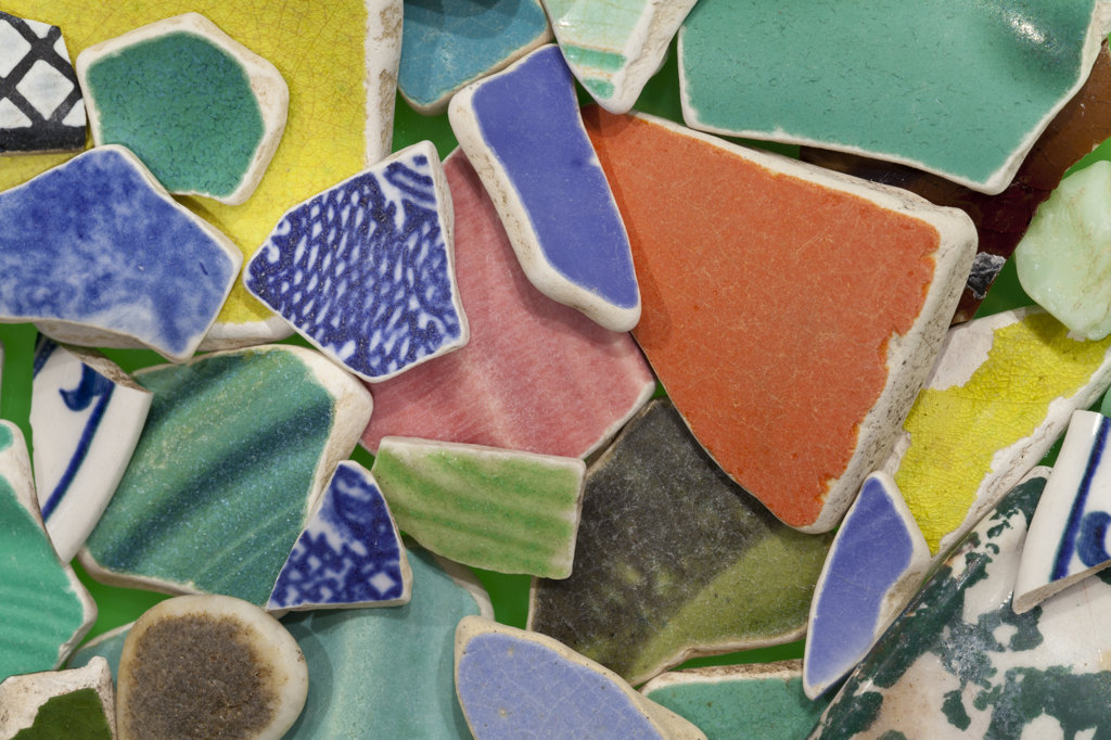 Multi colored broken crockery, close-up : Stock Photo