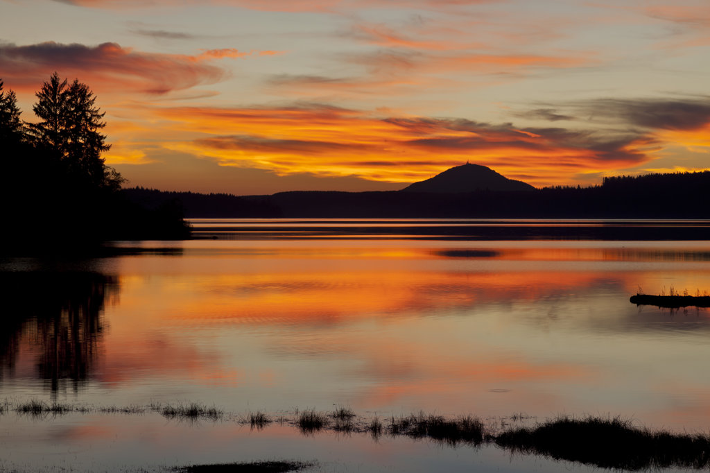 Lake Quinault at sunset, Washington State, USA : Stock Photo