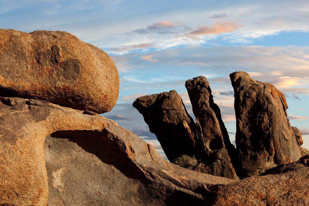 Stock Photo: 1482R-3291 USA, California, Rock formations, Alabama Hills, near Lone Pine