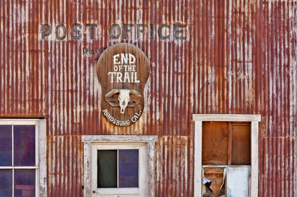 Stock Photo: 1482R-3296 USA, California, Randsburg, Post Office