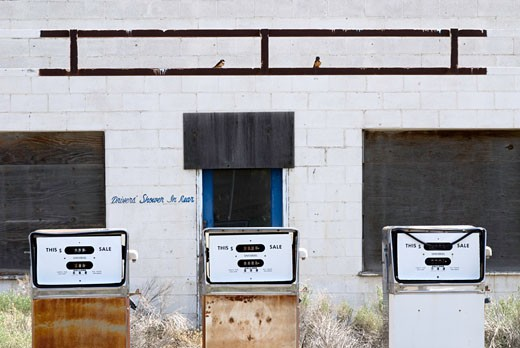 Stock Photo: 1485-405 Abandoned gas station in a desert, Winnemucca, Nevada, USA
