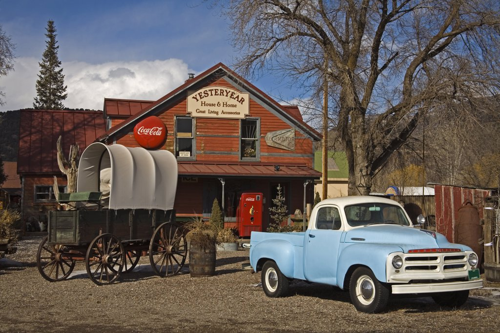 Vintage car in front of an antique shop, El Jebel, Aspen Region, Rocky Mountains, Colorado, USA : Stock Photo