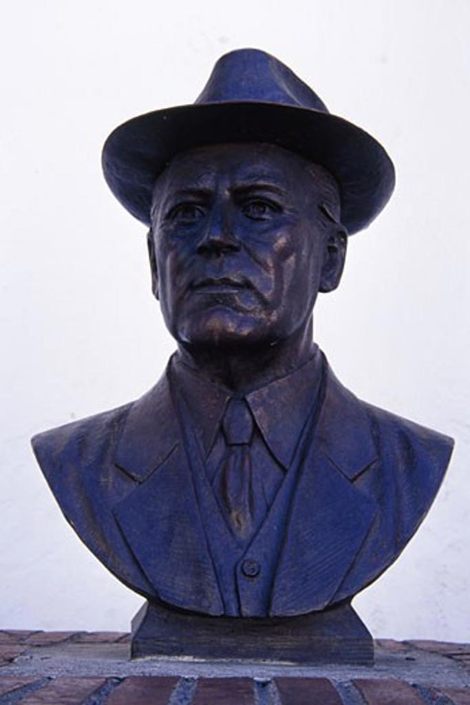 Close-up of a statue, Don Agusto Flores Contreras Bust, Puerto Vallarta, Mexico : Stock Photo