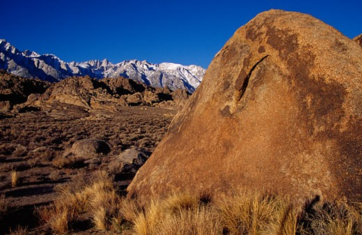 Stock Photo: 1486-1205 Boulders with mountains in the background, Alabama Hills Recreation Area, California, USA