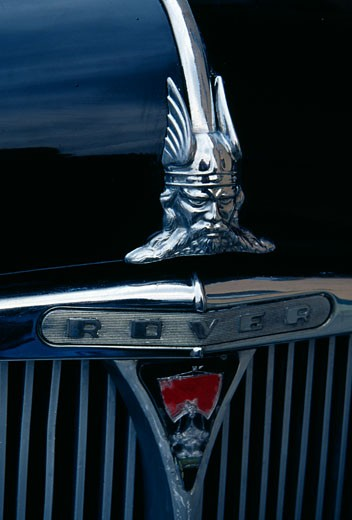 Hood ornament on an 95 English Rover car : Stock Photo