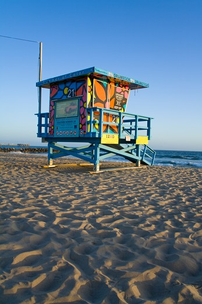 Stock Photo: 1486-13377A Lifeguard hut on the beach, Venice Beach, Los Angeles, California, USA