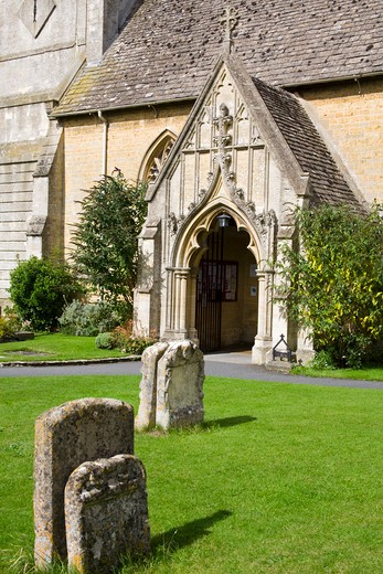 Stock Photo: 1486-13630 Cemetery in front of a church, St. Lawrence Church, Bourton-on-the-Water, Gloucestershire, England