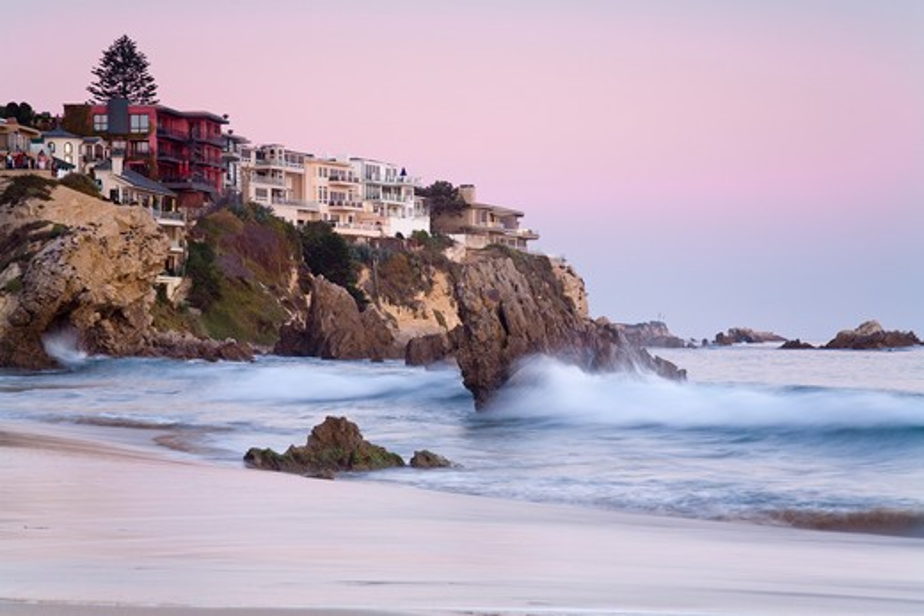 Stock Photo: 1486-14411 USA, California, Orange County, City of Newport Beach, Corona del Mar Beach, Houses on cliffs