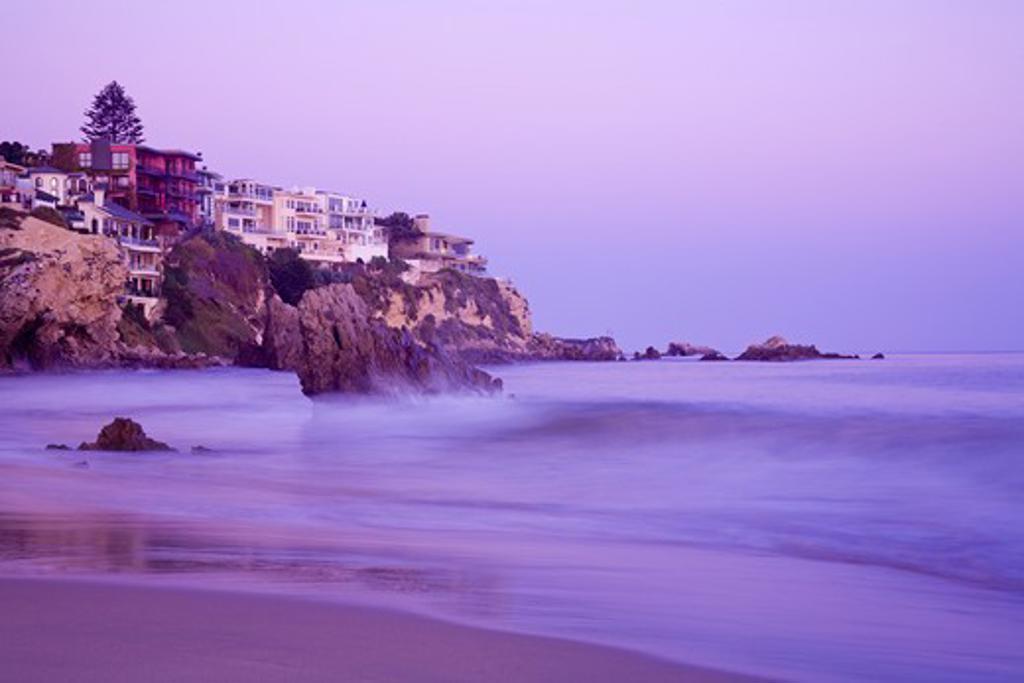 USA, California, Orange County, City of Newport Beach, Corona del Mar Beach, Houses on cliffs at dusk : Stock Photo