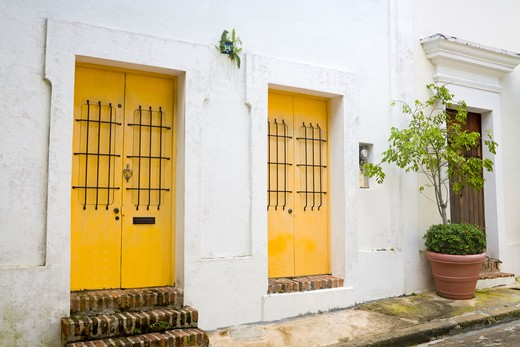 Colonial buildings in the Old City of San Juan, Puerto Rico : Stock Photo