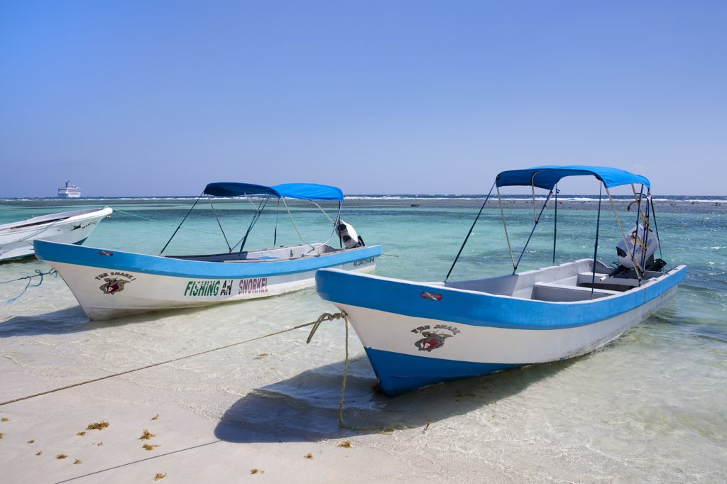 Stock Photo: 1486-15916 Mexico, Quintana Roo, Costa Maya, Mahahaul Beach, Fishing boats