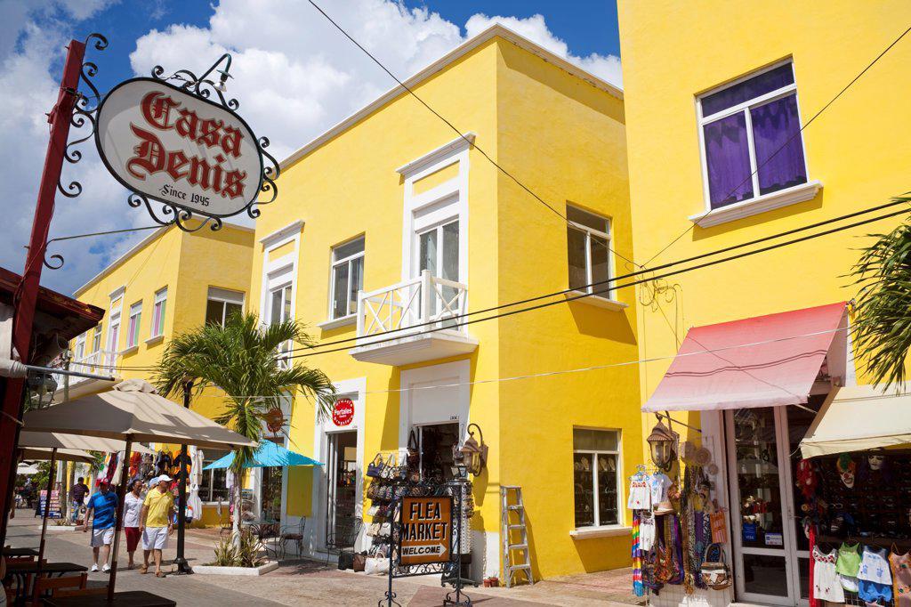 Stock Photo: 1486-16088 People at Mercado De Artesanias, Plaza del Sol, San Miguel, Cozumel, Quintana Roo, Yucatan Peninsula, Mexico