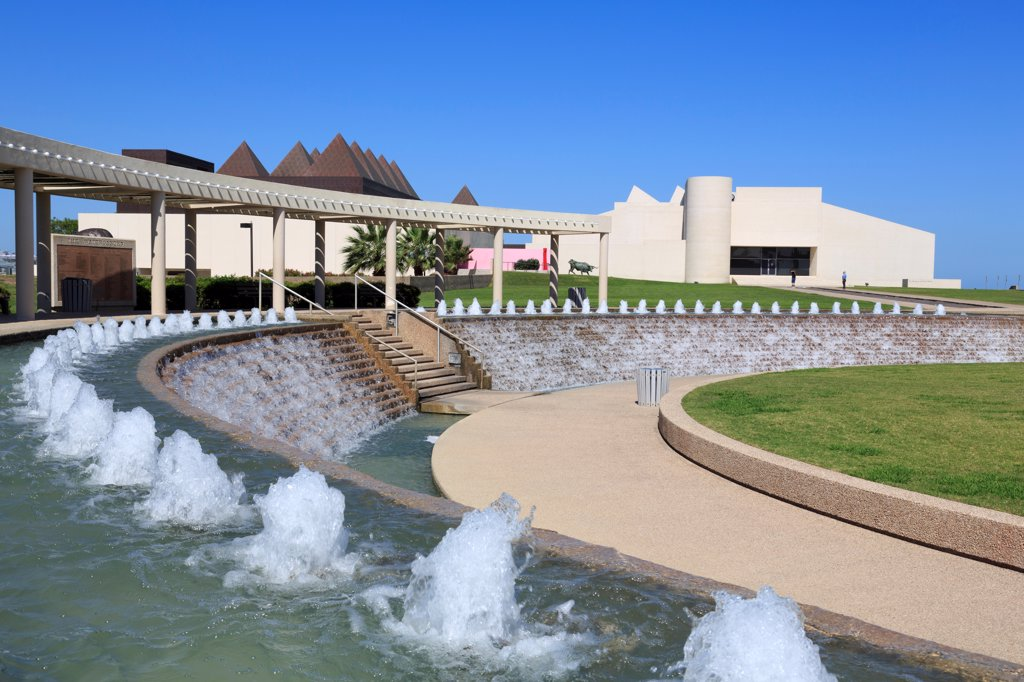 Stock Photo: 1486-16127 Fountain in garden at a museum, Art Museum of South Texas, Corpus Christi, Texas, USA