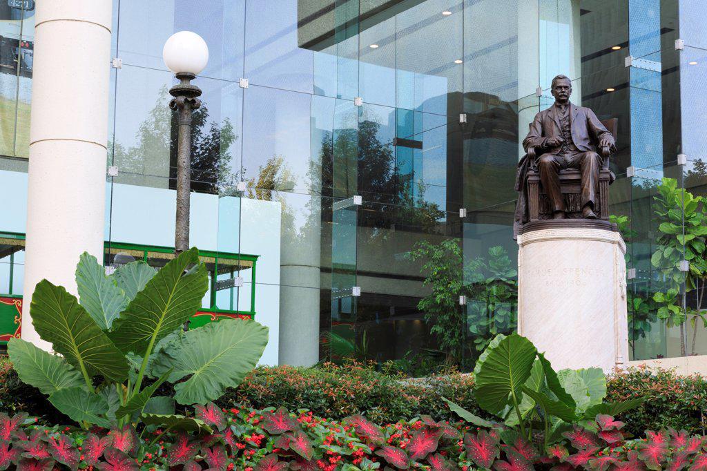 USA, Georgia, Atlanta, Samuel Spencer statue outside David R. Goode Building : Stock Photo