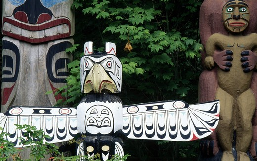 Stock Photo: 1486-1838 Canada, British Columbia, Vancouver, Capilano Suspension Bridge Park, totem poles