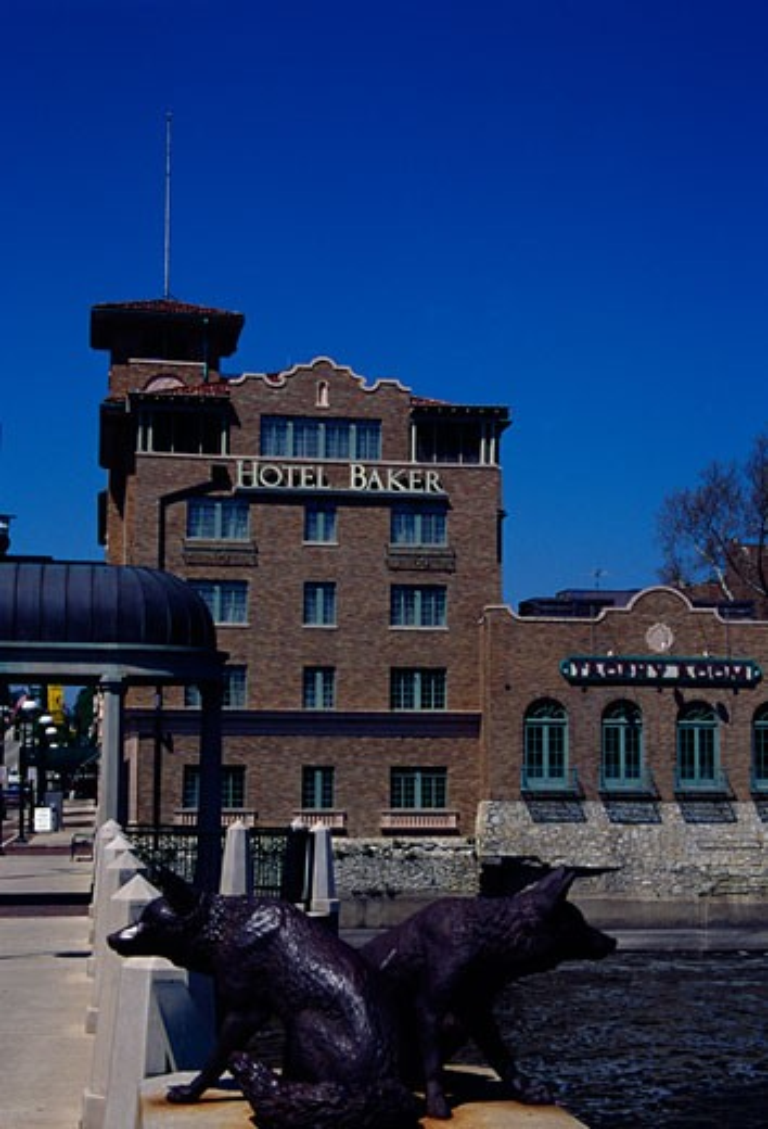 Stock Photo: 1486-302 Hotel at riverbank, Hotel Baker, St. Charles, Illinois, USA