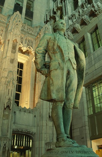 Stock Photo: 1486-3653 USA, Illinois, Chicago, Nathan Hale Statue