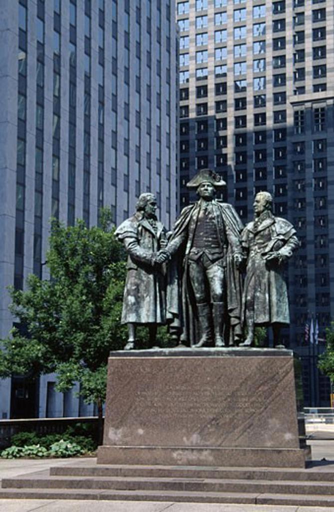 Stock Photo: 1486-3656 USA, Illinois, Chicago, Morris, Washington & Salomon Memorial