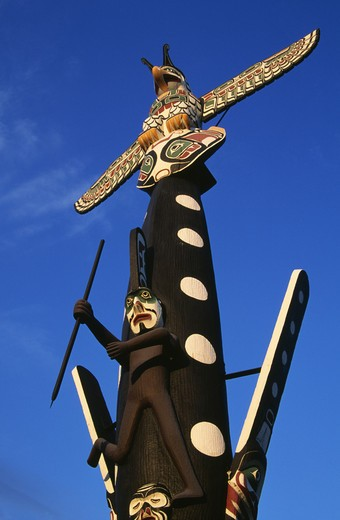 USA, Illinois, Chicago, Kwagulth Indian Totem totagainst clear sky : Stock Photo